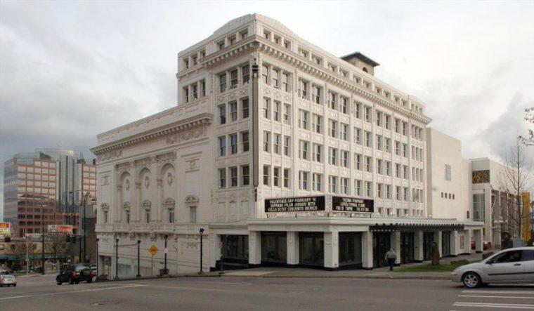 Pantagestheater Exterior